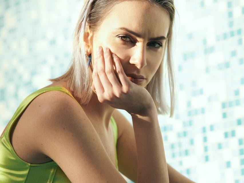 """LAURA DI LENOLA, esce oggi il singolo d'esordio """"SWIMMING POOL"""""""